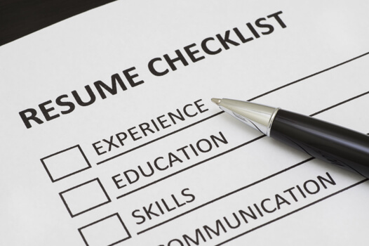 Resume checklist and pen